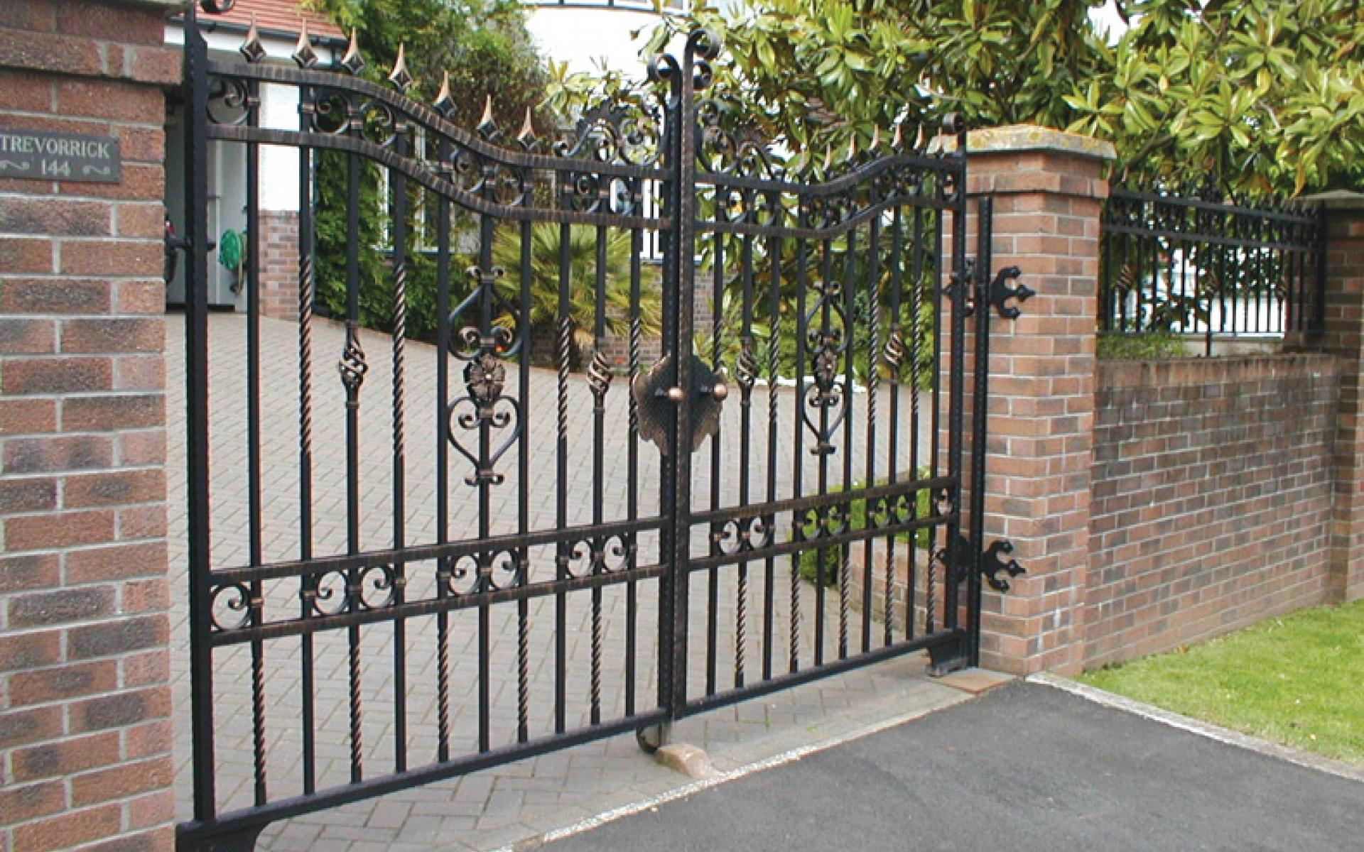 Trevorrick wrought iron gate with underground automation