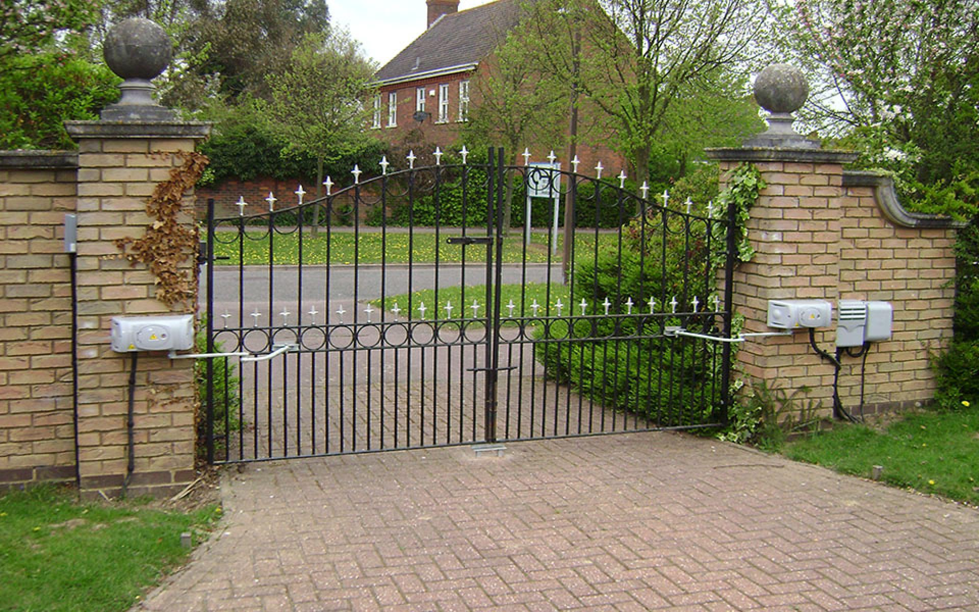 Wrought iron gate with articulated arm CAME Ferni automation