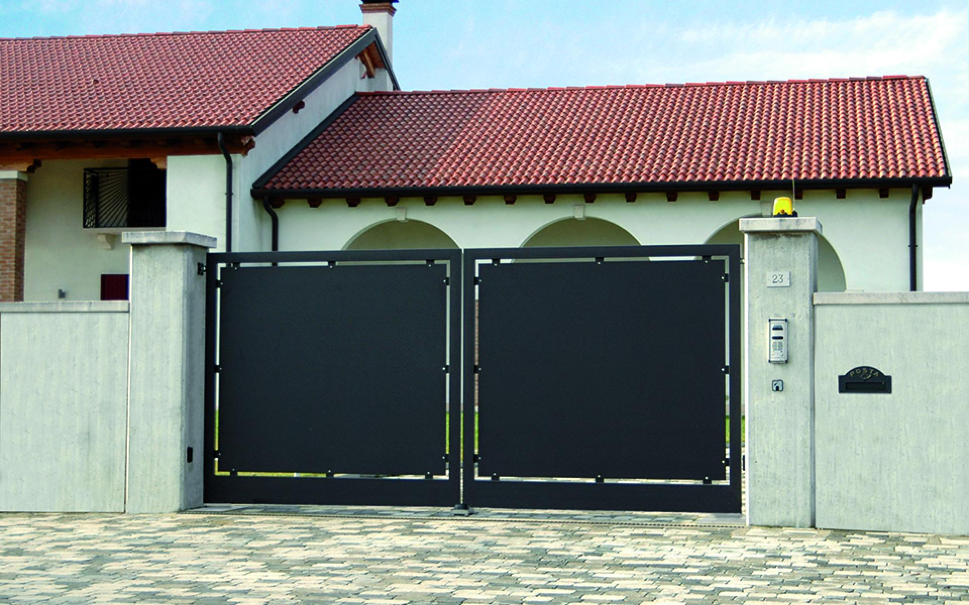 Contemporary metal gate with underground CAME Frog J automation