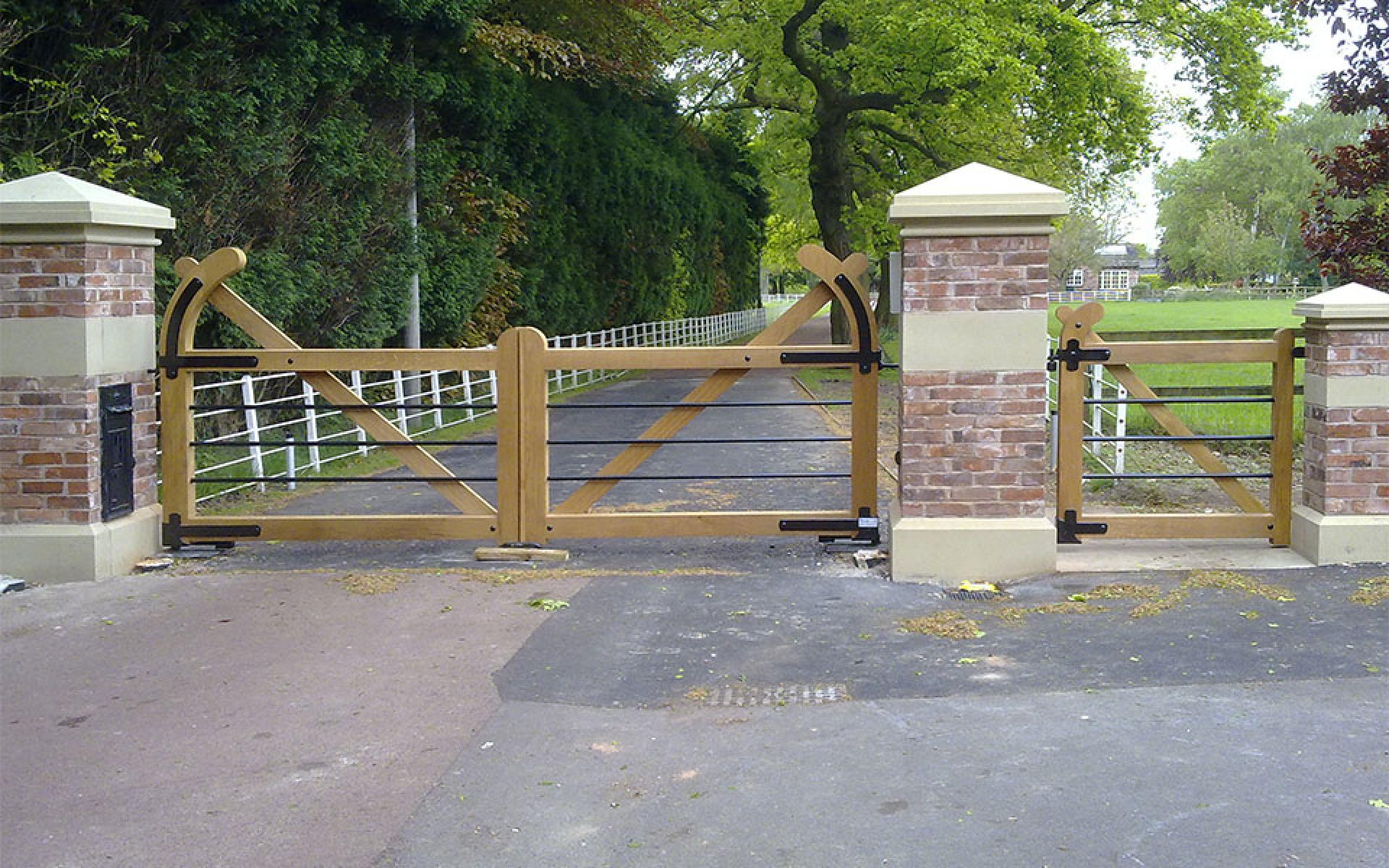 The Oakfield & pedestrian oak gates with underground automation (Courtesy of Country Gates)