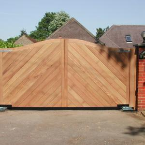 Chevron wooden gate with underground automation