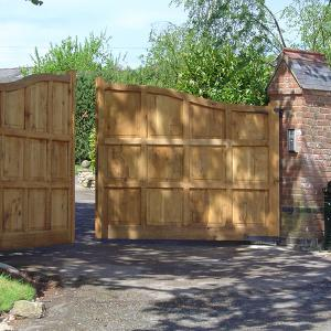 Wooden driveway gate with underground automation