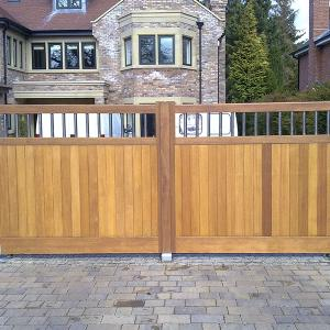 The Alderley wooden gates with stainless bar (Courtesy of Country Gates)